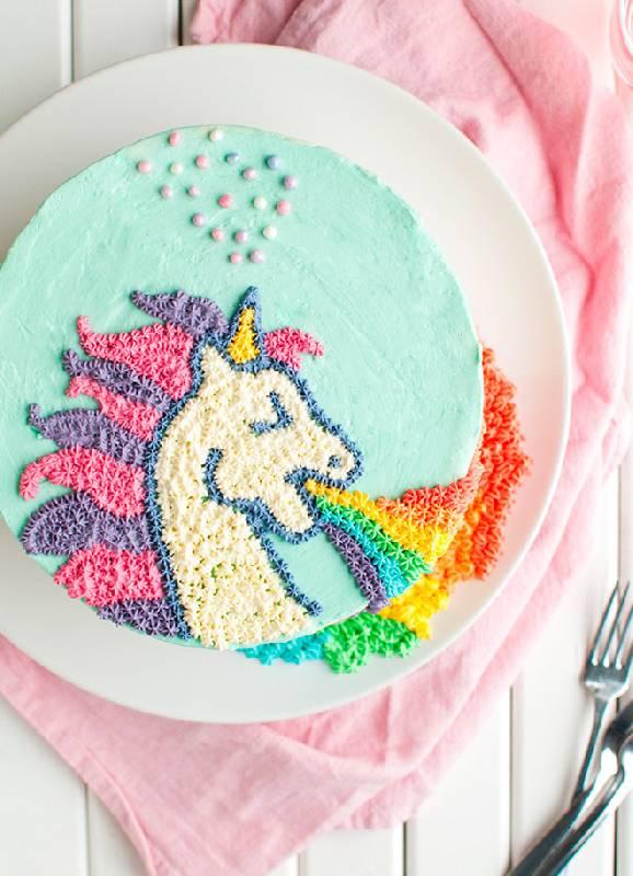 Gâteau de licorne qui vomit
